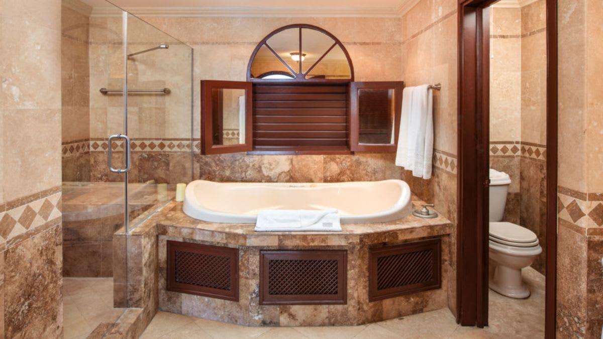 Junior garden suite bathroom