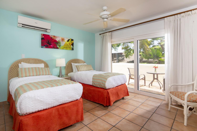 Villa twin bedroom