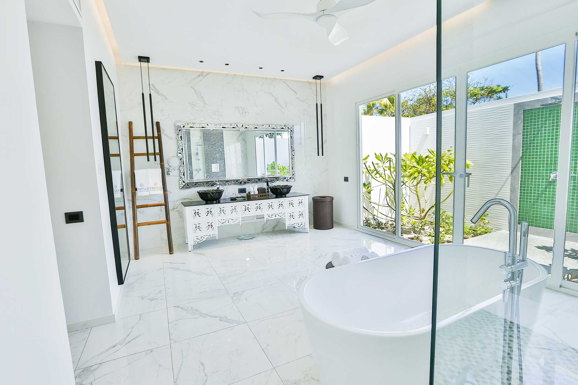 Marine Beach Villa bathroom