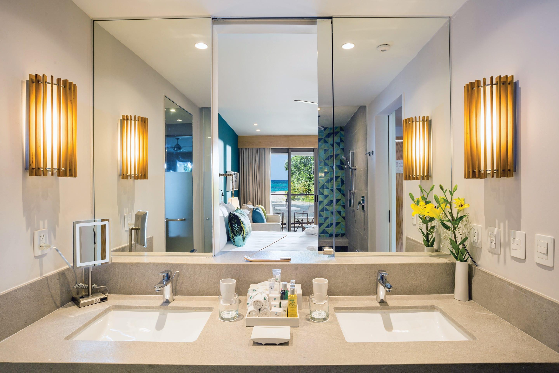Preferred Club Junior Suite Partial Ocean View  bathroom