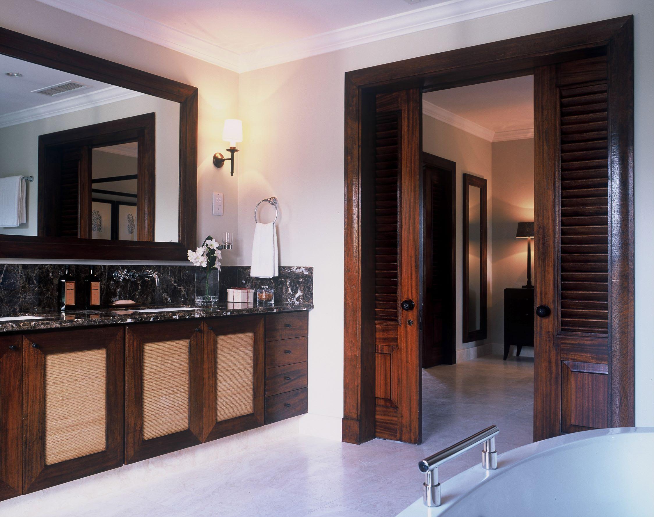 Tree Top Suite Whimbrel   bathroom