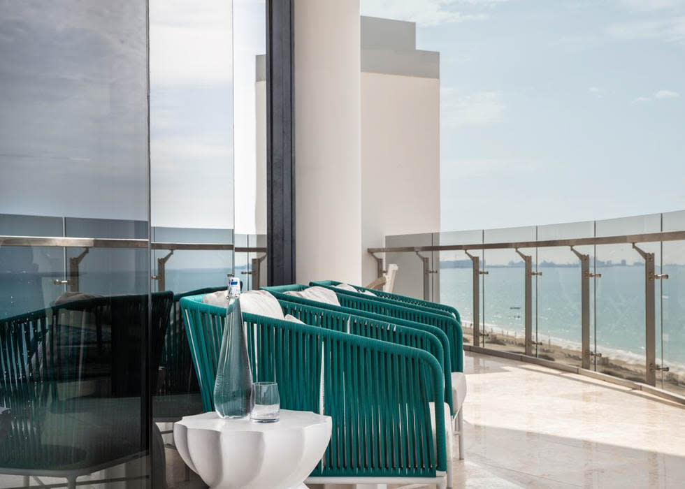 Abu Dhabi Suite   Balcony
