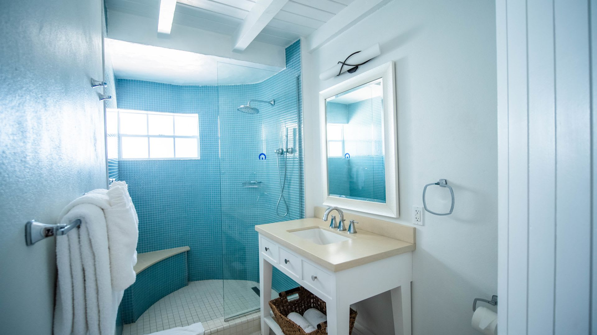 One Bed Ocean View shower room