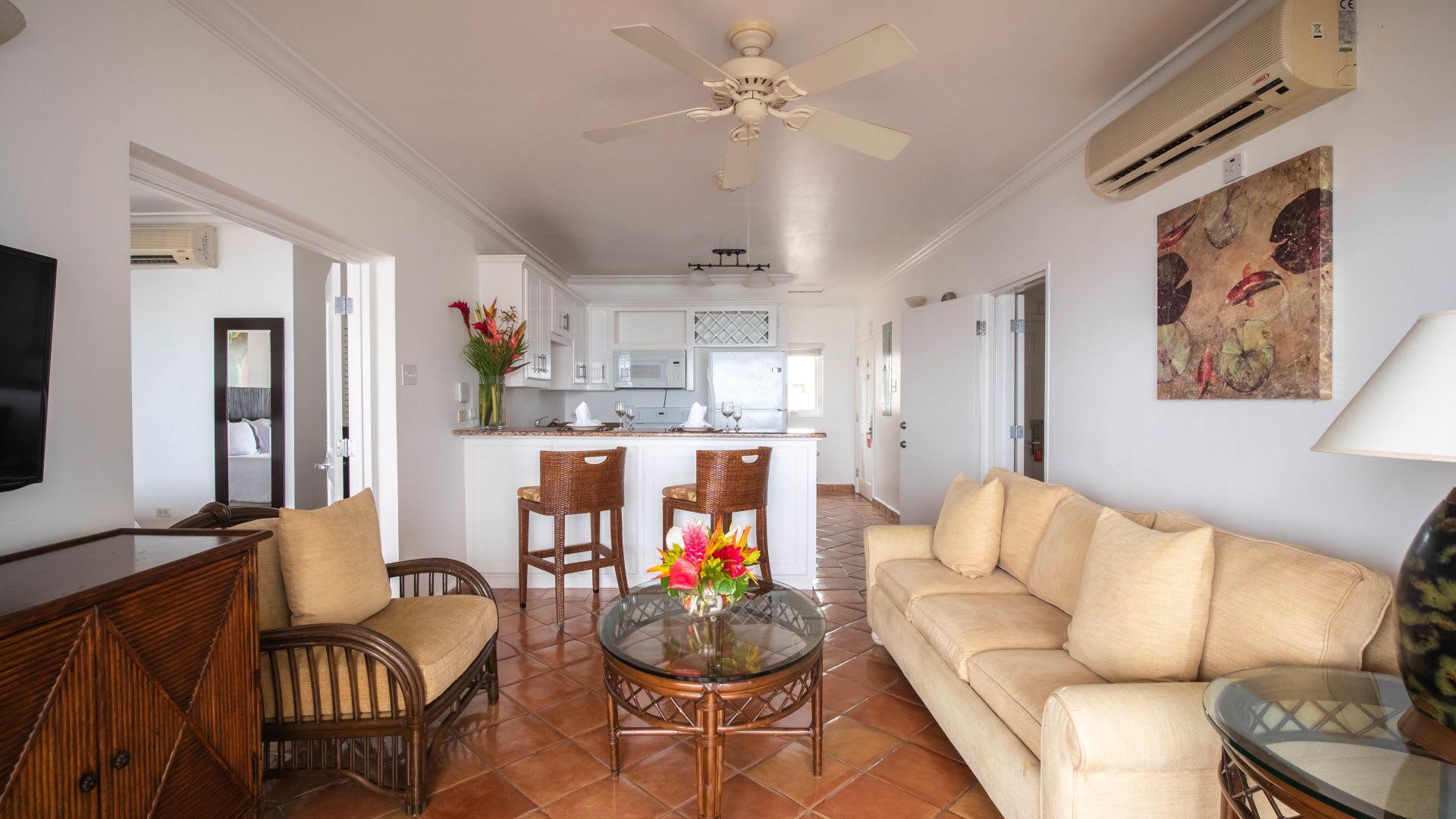 One Bedroom Oceanfront Suite living