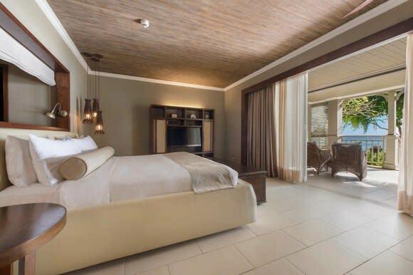 Beachfront Access bedroom