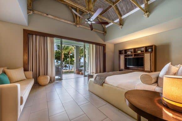 Ocean Junior Suite bedroom