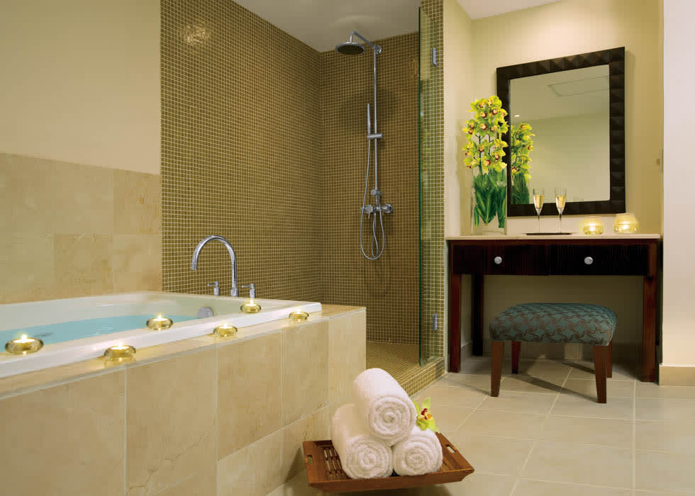 Preferred Club Honeymoon bathroom
