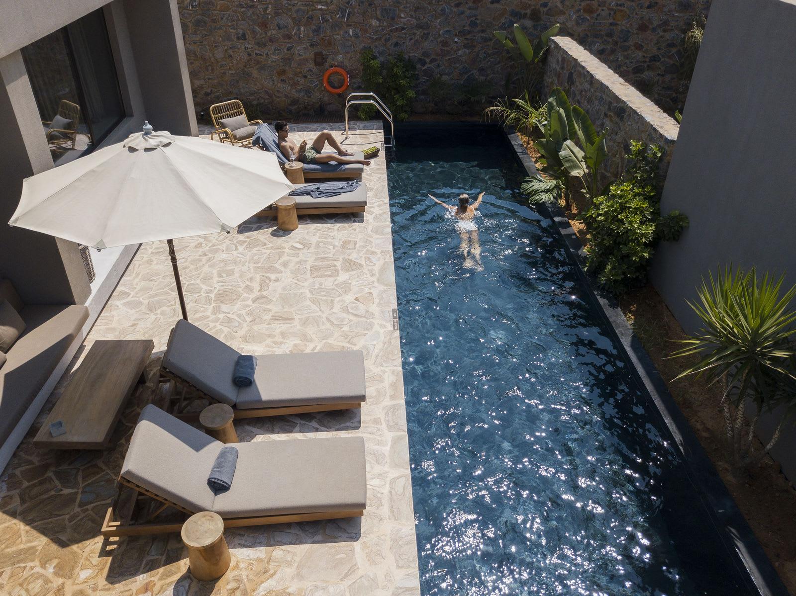 Tropical Family Grand Pavilion Pool 2 m