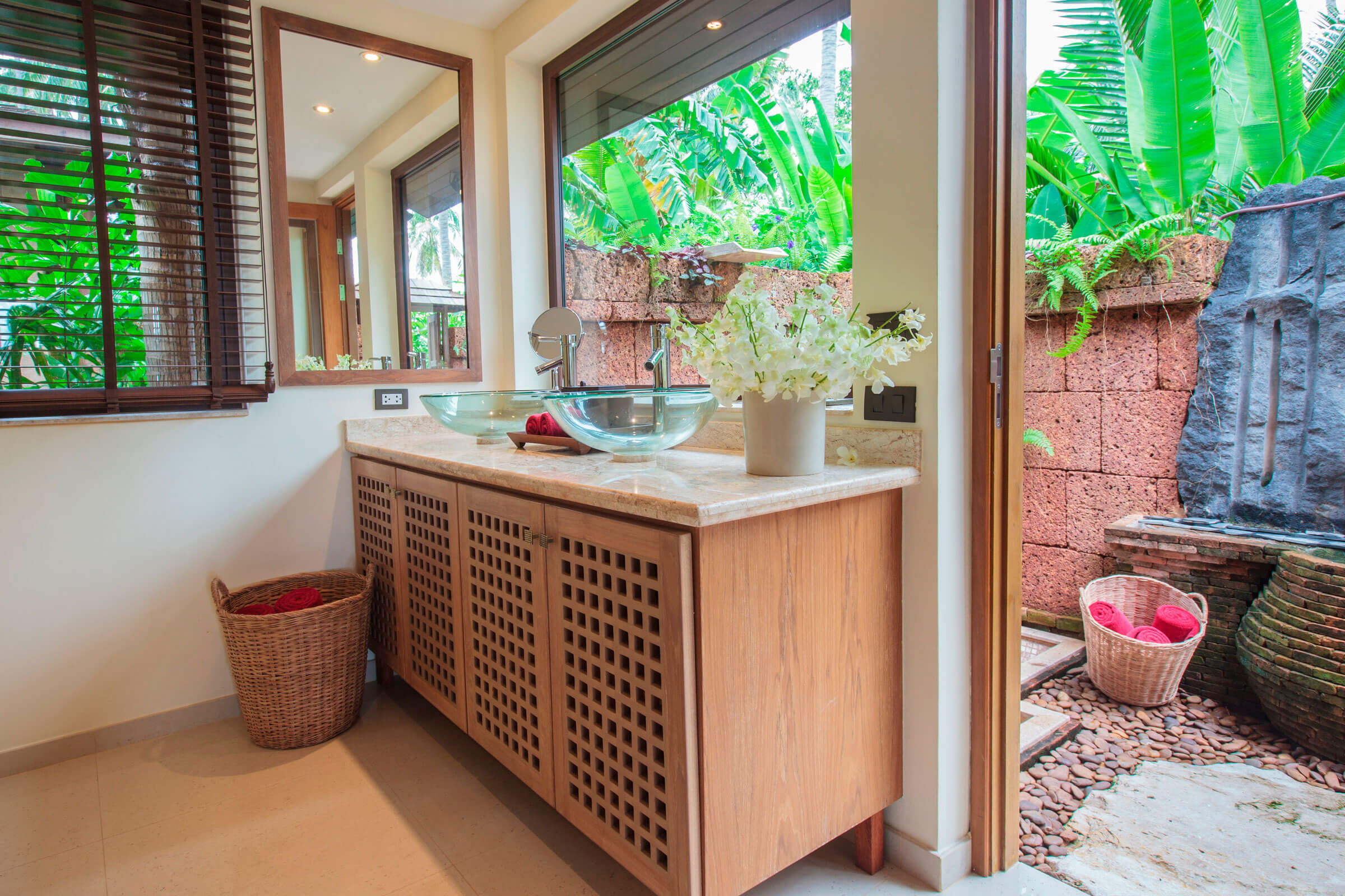 Bathroom with outdoor area