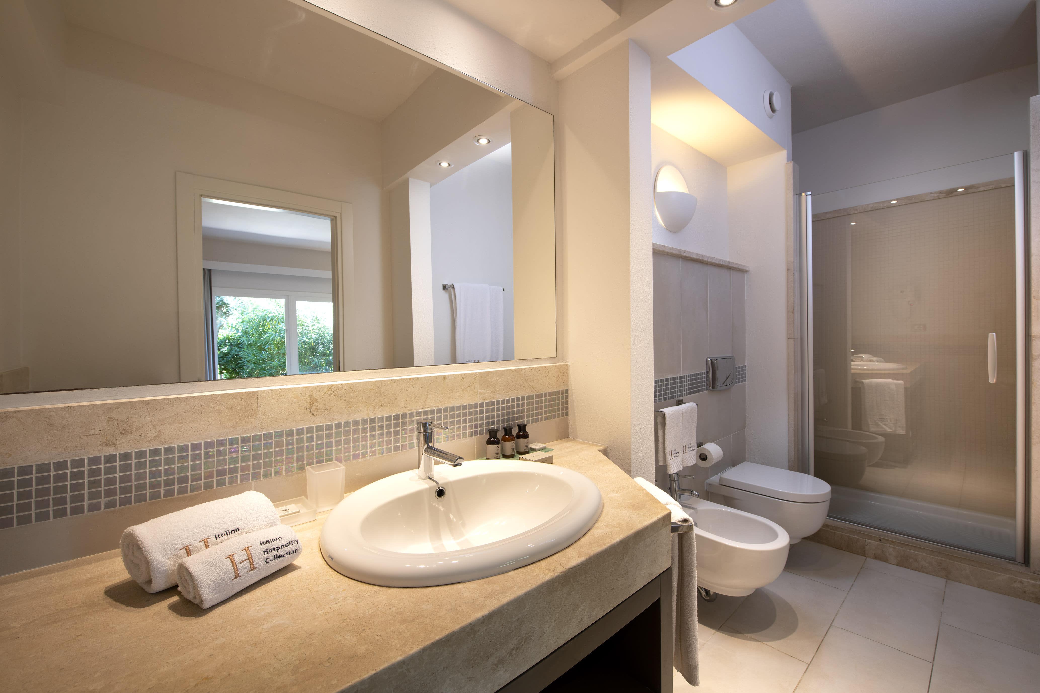 Pool Cottage Bathroom