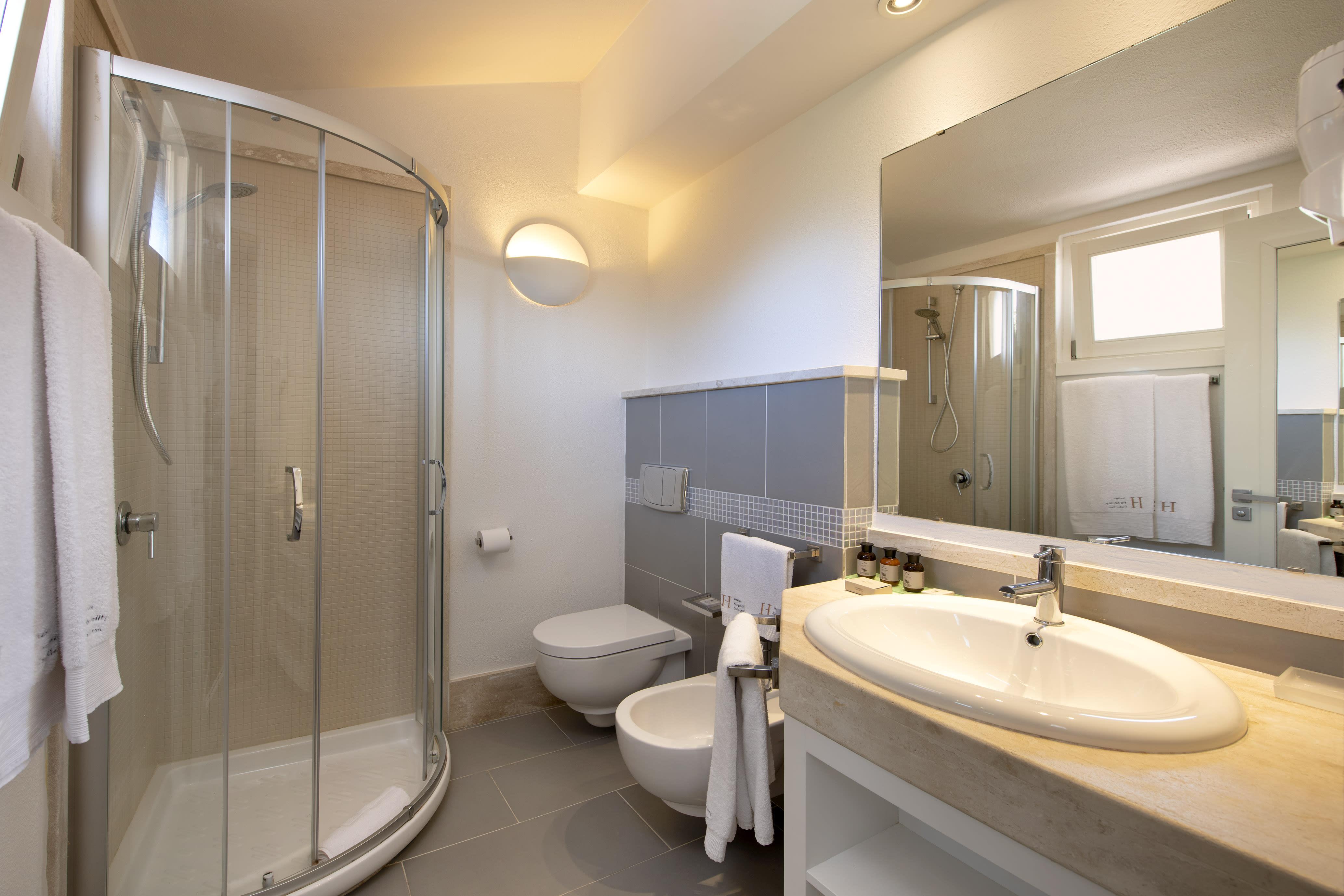 Family Superior Cottage bathroom