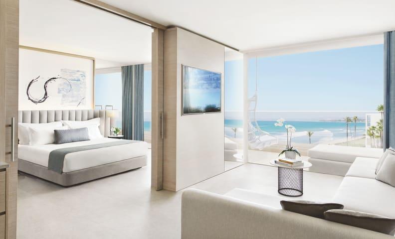 Deluxe One Bedroom Suite Sea View