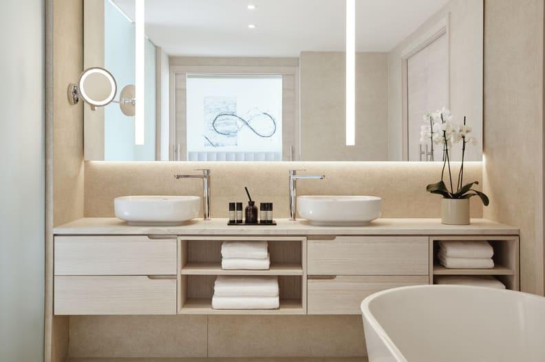 Deluxe Two Bedroom Suite Bathroom