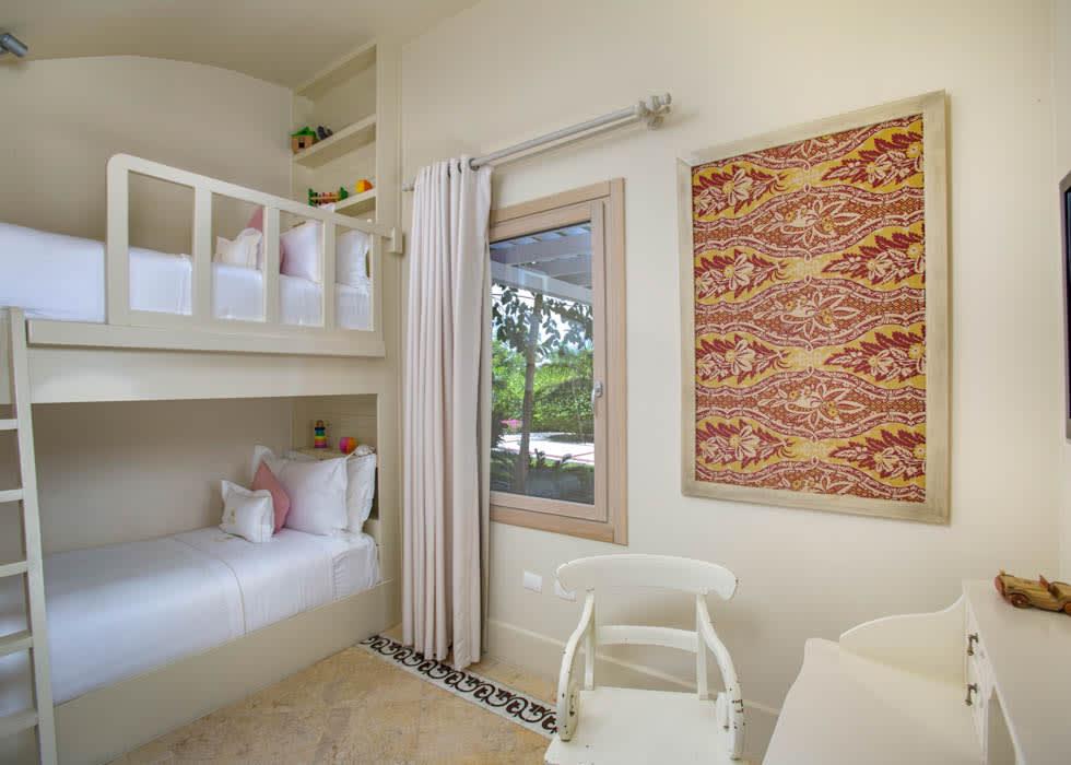 Luxury Pool Family Suite kids' room