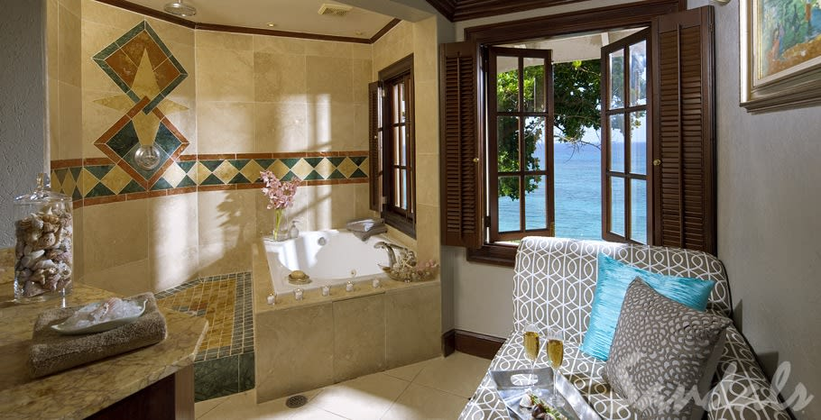 Royal Oceanfront bathroom