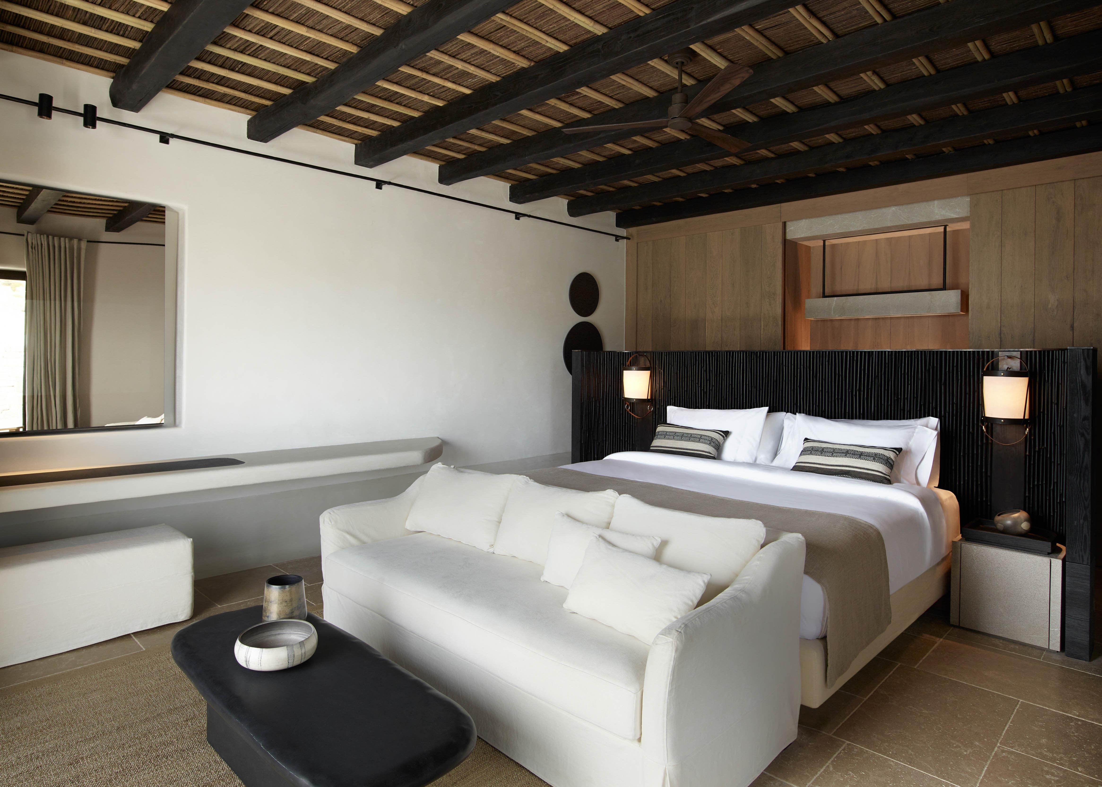Kalesma Suite Bed Closet