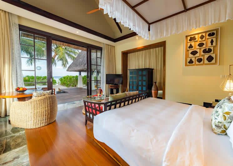 Ozen Reserve Bolifushi Earth Pool Villa Master Bedroom