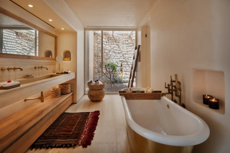 Panorama Pool Villa bathtub