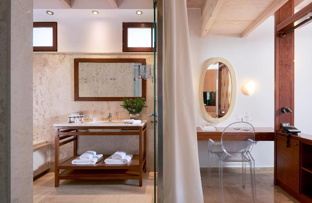 Club Studio Suite bathroom
