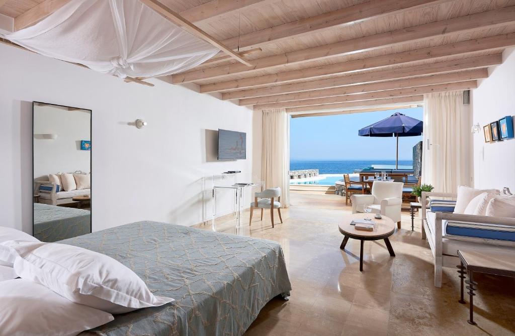 Club Studio Suite bedroom