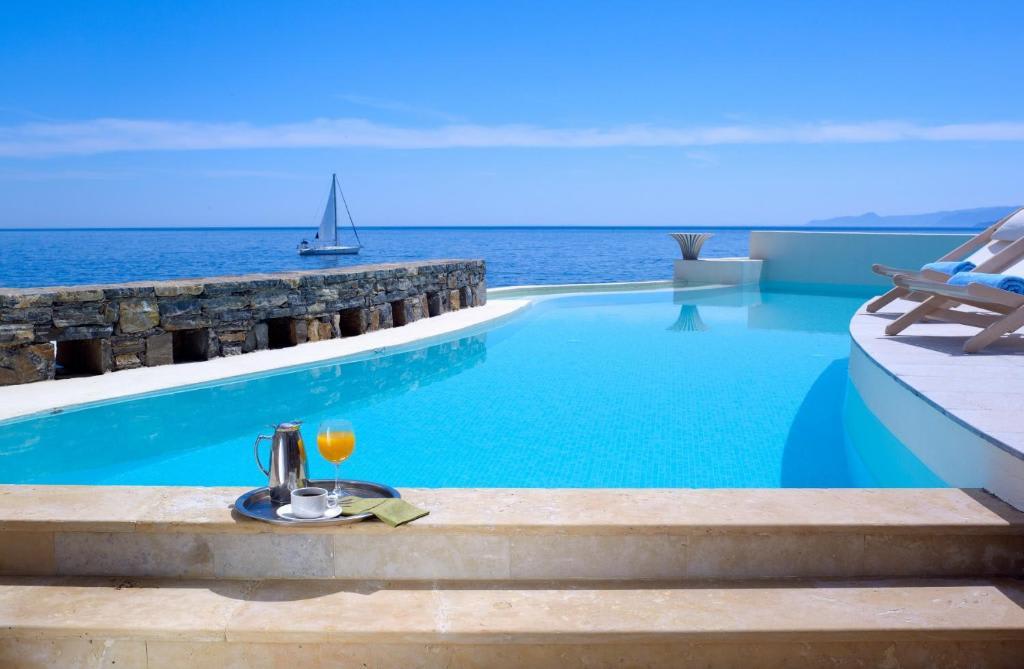 Club Studio Suite pool