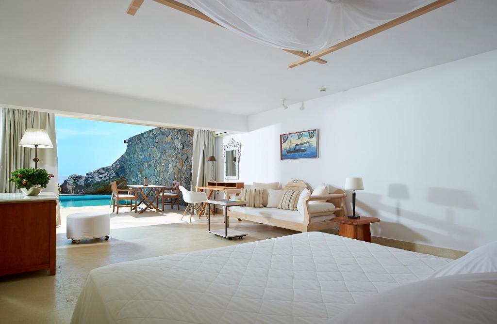 Club Studio Suite bedroom area