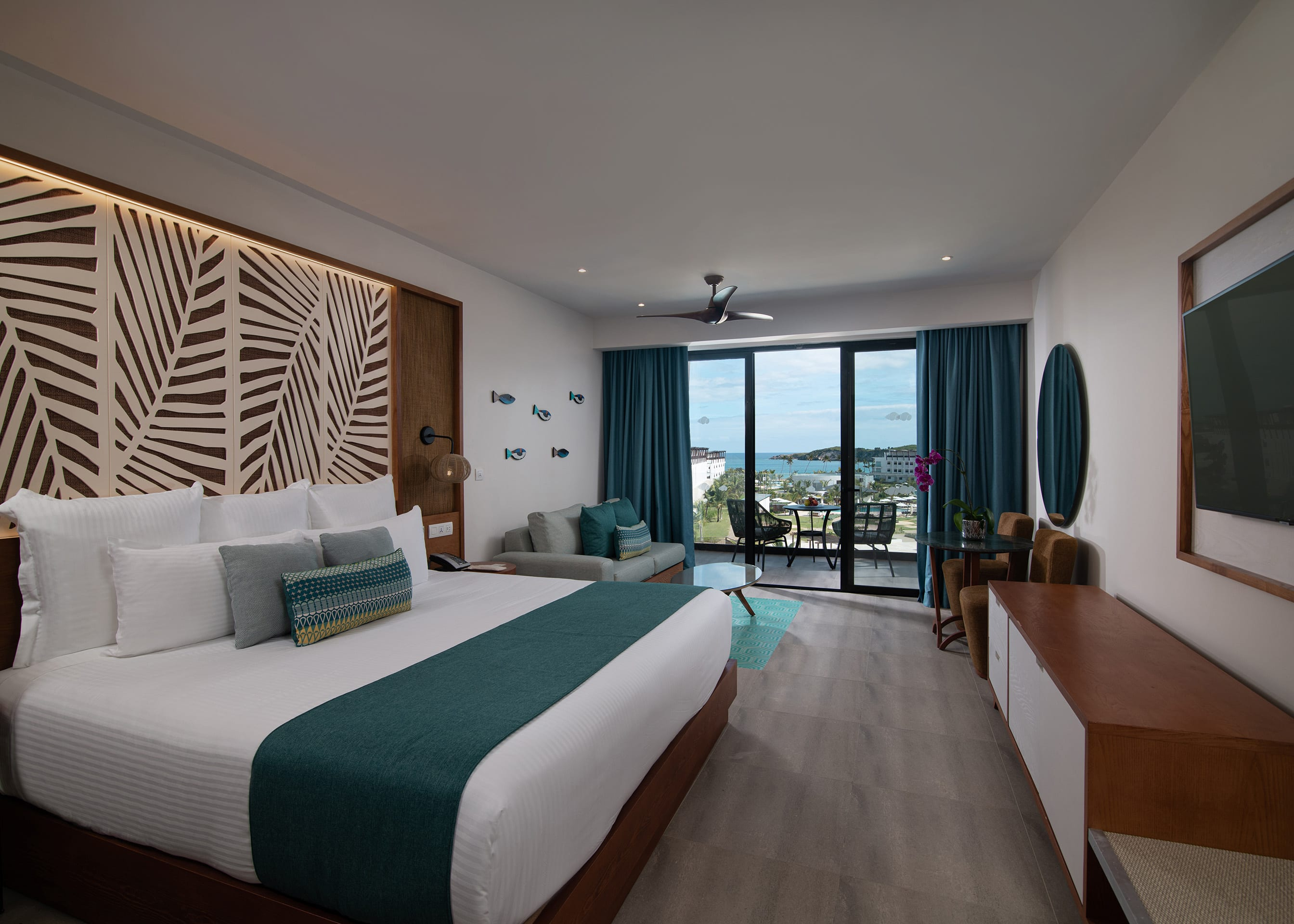 Preferred Club Junior Suite Partial Ocean View King Bed