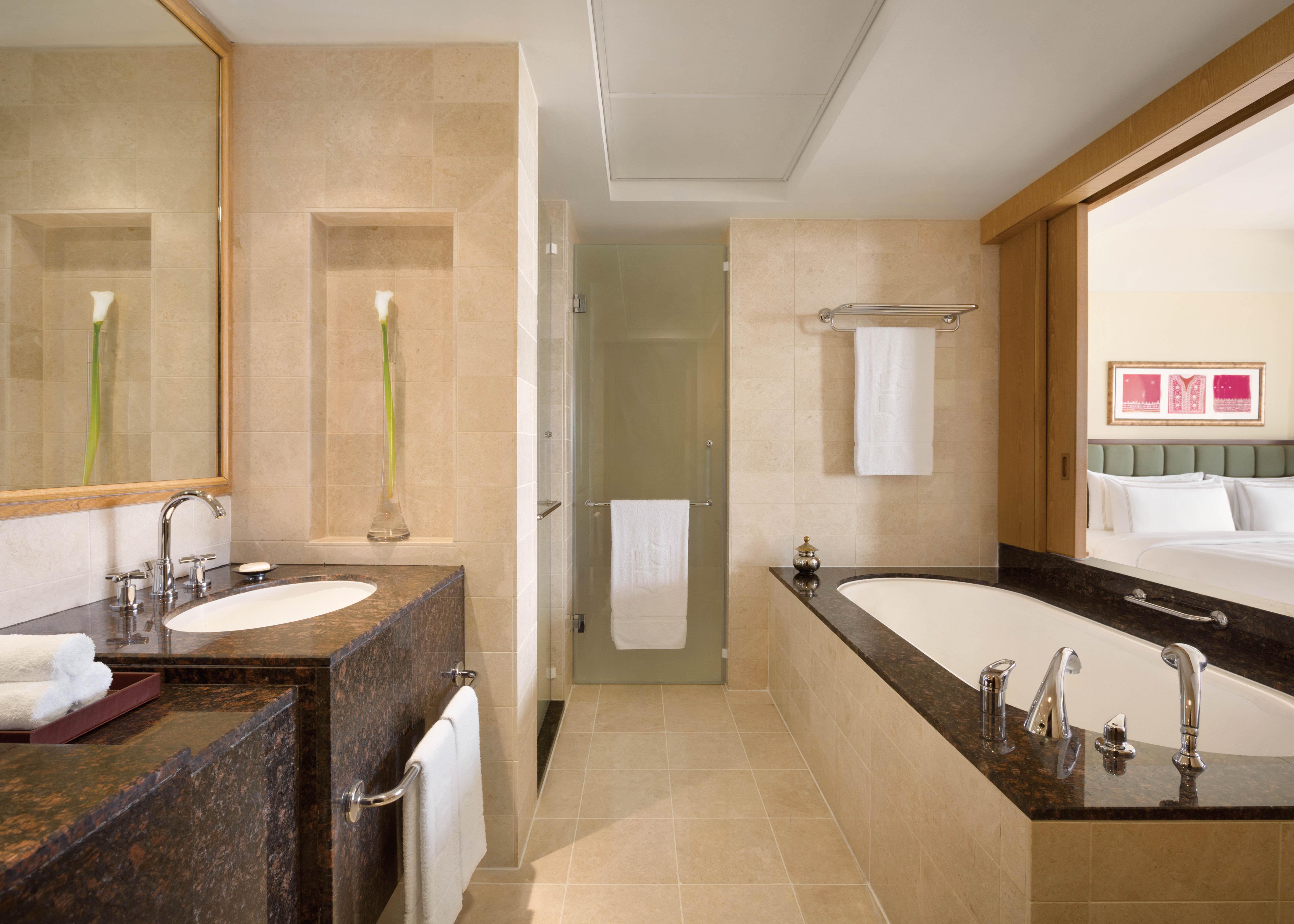 Al Bandar Specialty Suite Bathroom