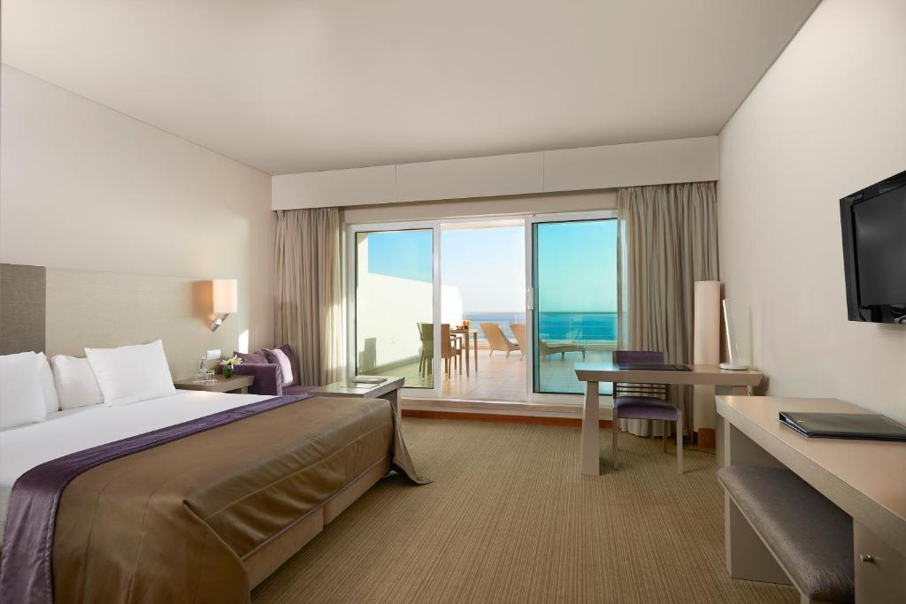Master suite bedroom2