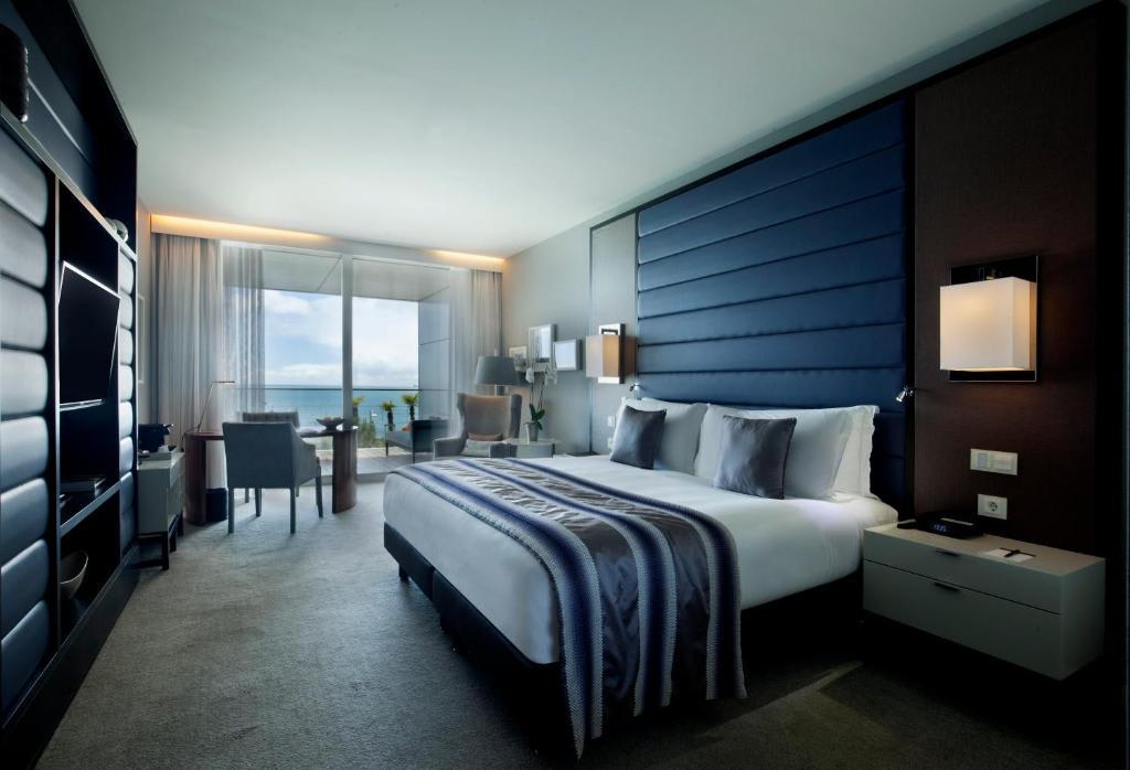 Deluxe King Room1