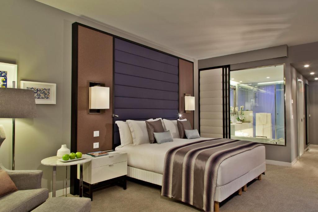 Deluxe King Room3