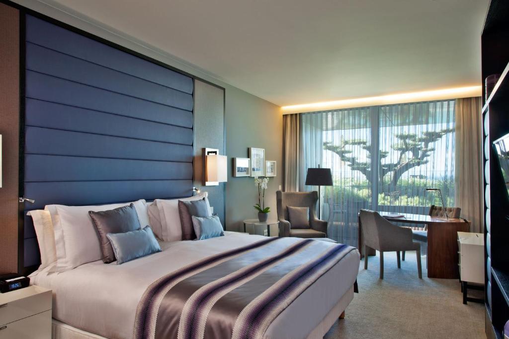 Intercontinental Deluxe Room2