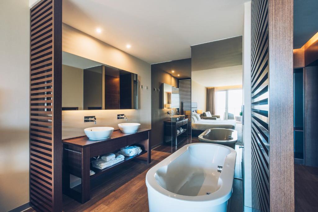 Side sea double room