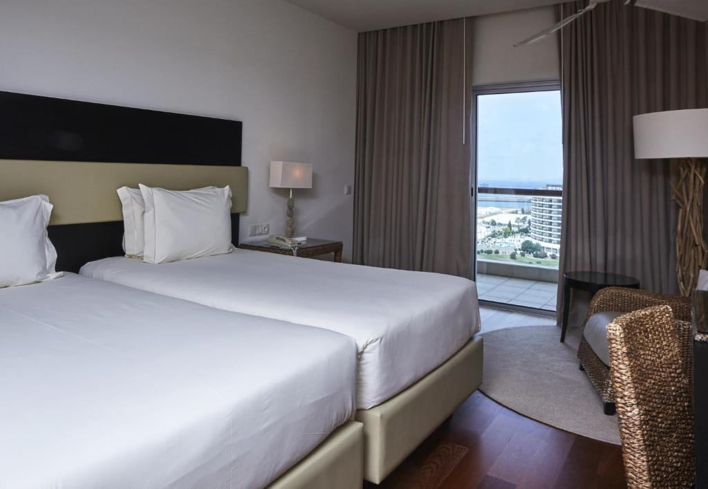 Deluxe Double with Side Sea View