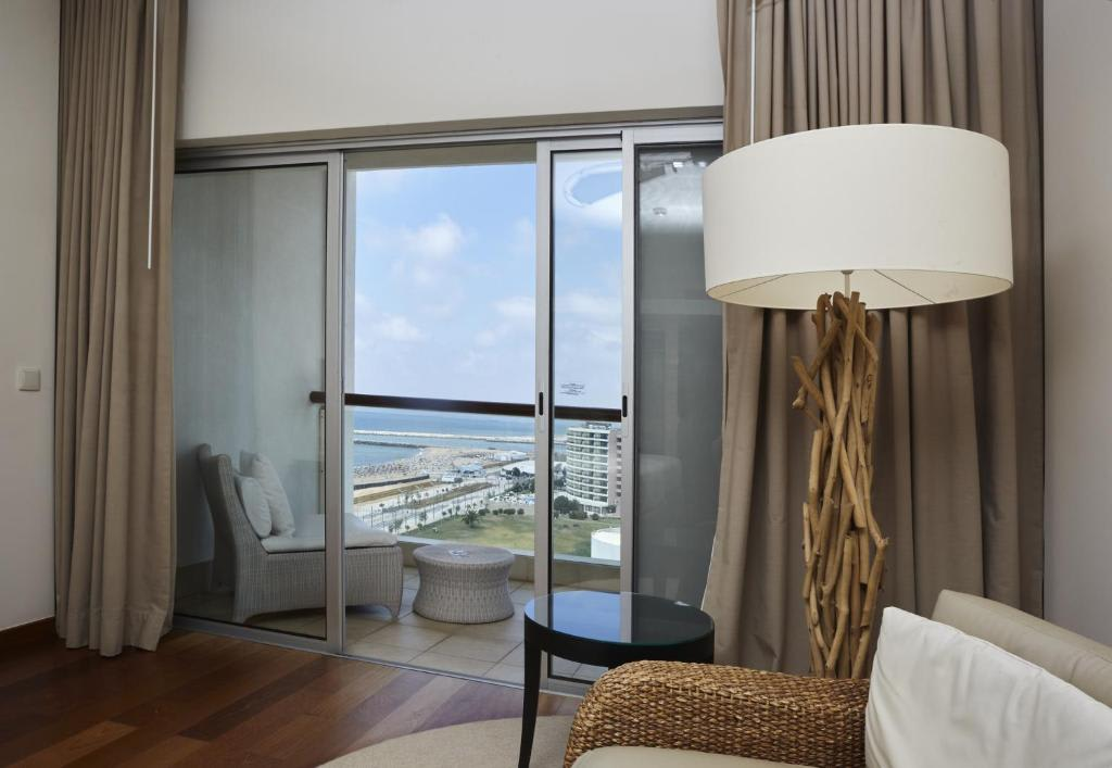 Deluxe Double with Side Sea View2