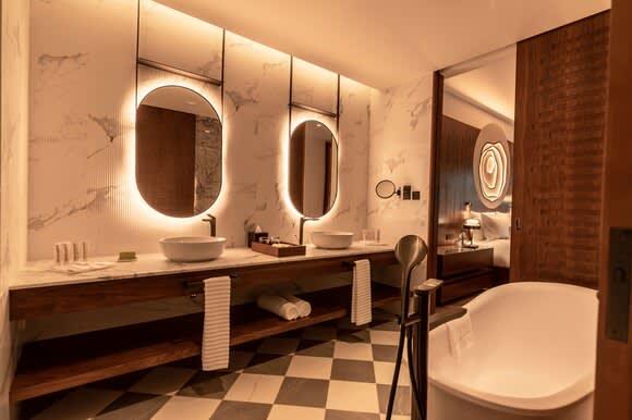 Nivana prestige One Bedroom Suite with Plunge Pool bathroom