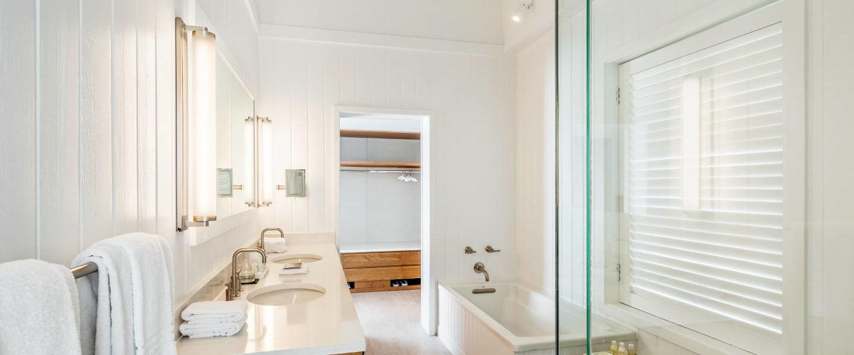 COMO Suite  Master Bathroom