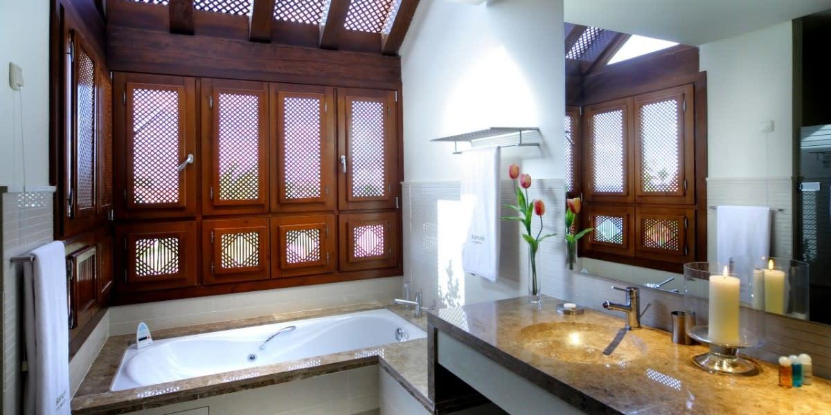Suite Vanguardian bathroom