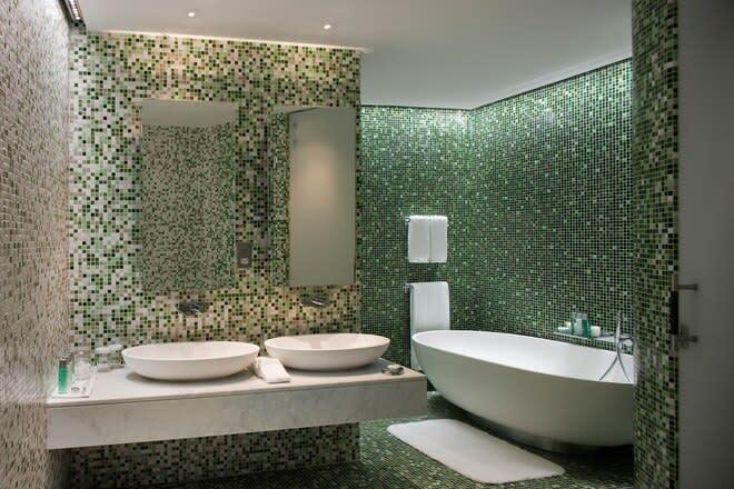 WOW One bedroom suite bathroom