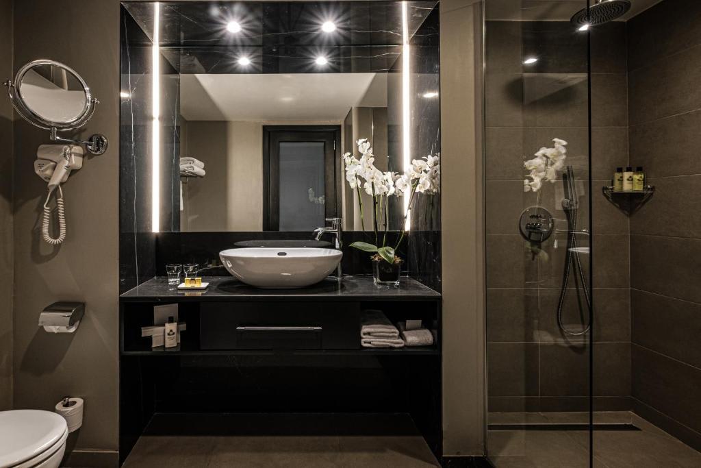 Delixe Room bathroom
