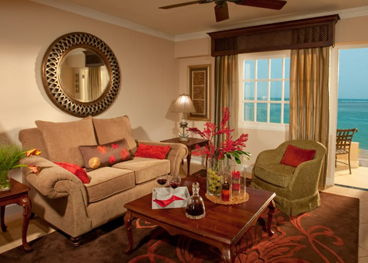Royal Beachfront Honeymoon One Bedroom Butler Suite   HRS 3