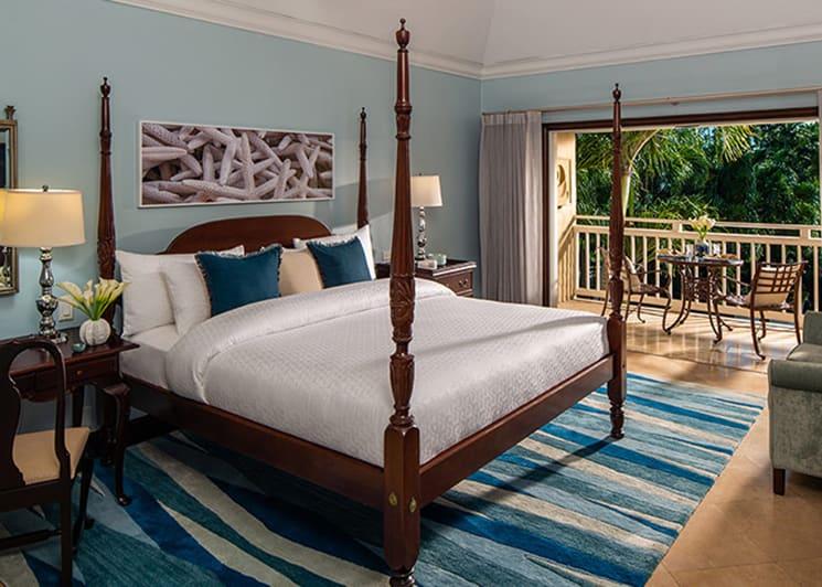 Caribbean Grande Luxe Poolside Room Bed