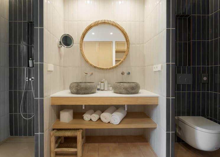 Double Sea View Room Bathroom