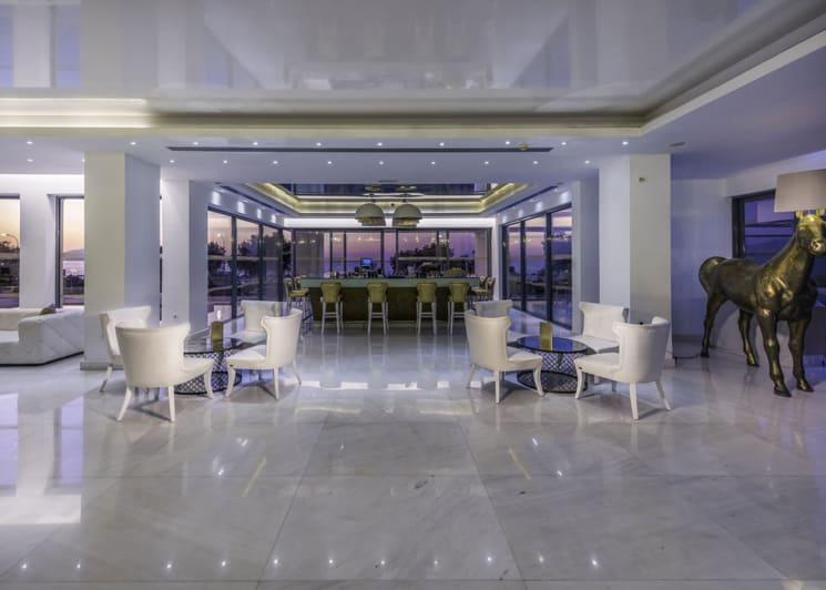 Marquise Lobby Bar 7738