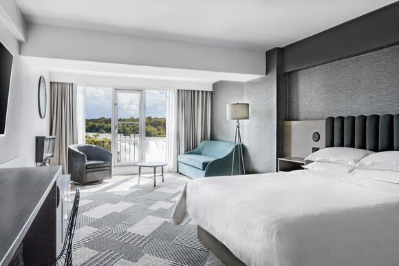 Fallsview Juliet Balcony, Deluxe Guest Room King
