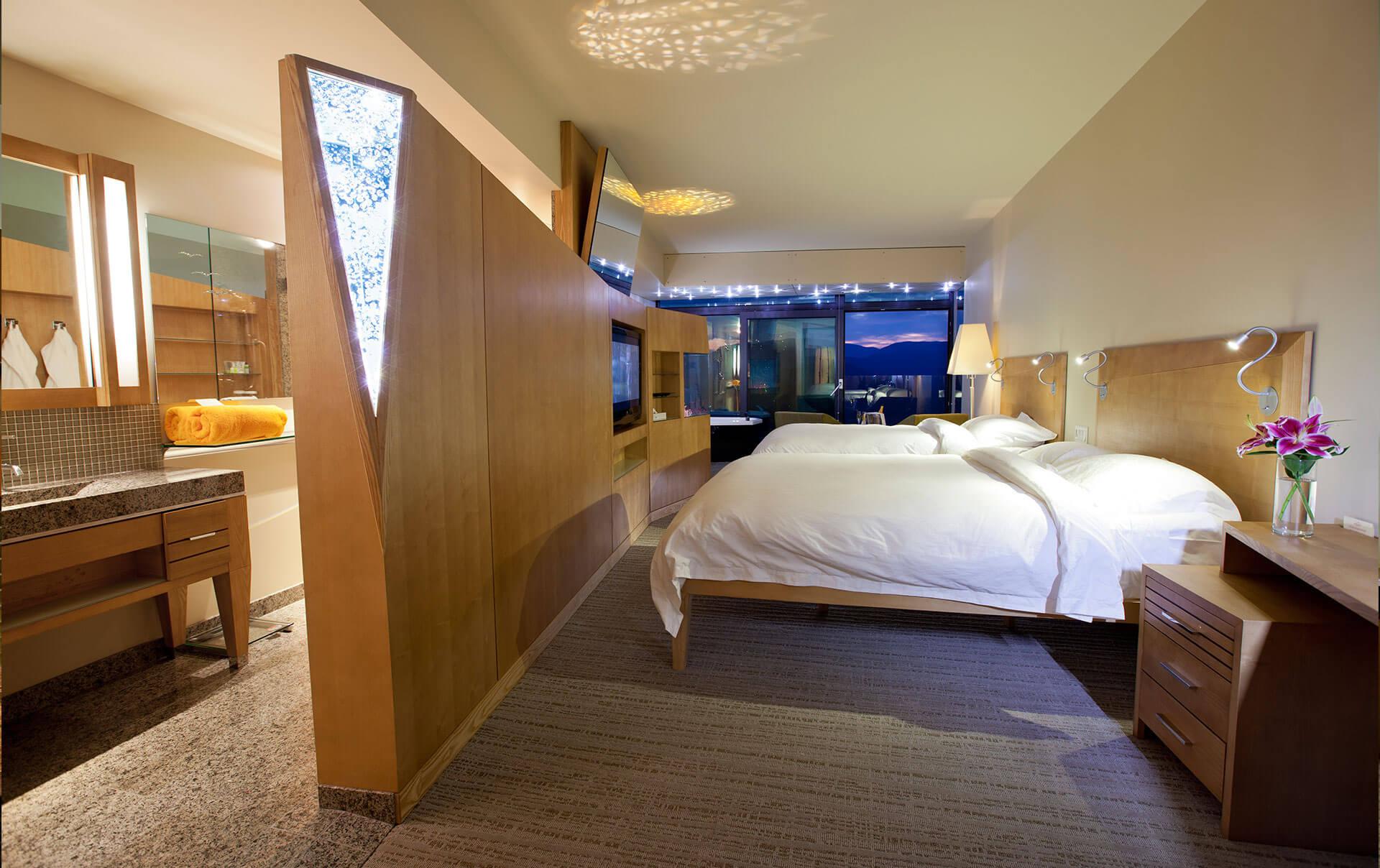 Lake View Room 2 Queen Beds
