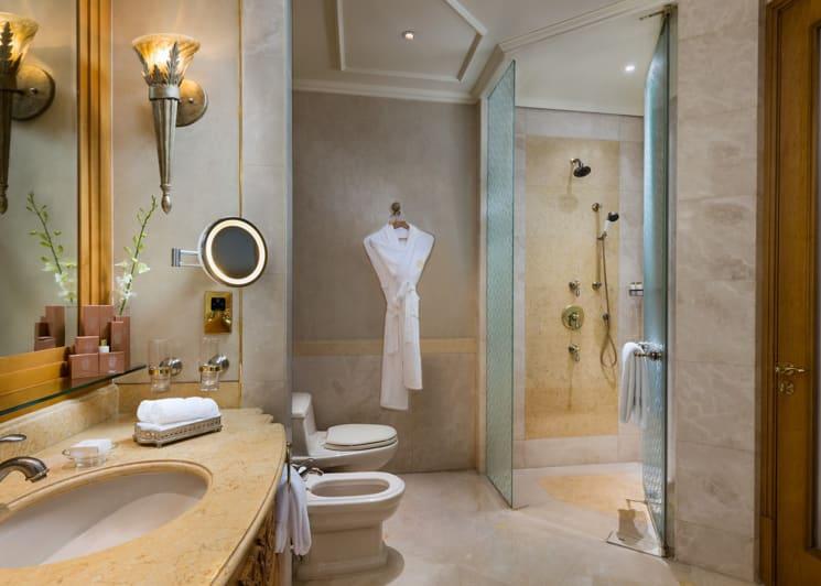 Diamond Room Bathroom