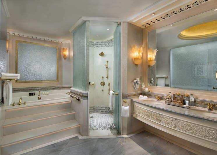 Khaleej Deluxe Suite Bathroom