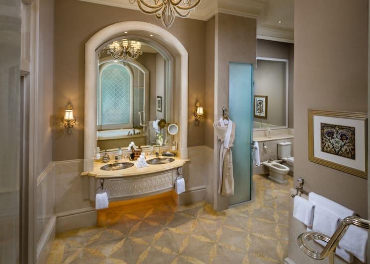 Palace Suite Pearl Bathroom