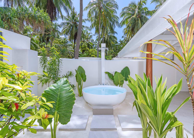 Two bedroom family beach pool villa twin bathroom bathtub